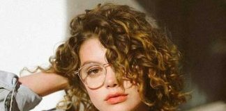 Hairstyle in Short Curly Hair