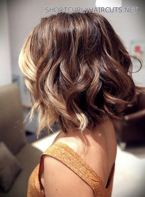 haircuts-medium-wavy-hair-13