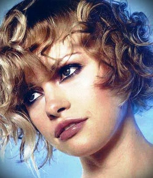 short-blonde-curly-hair-24