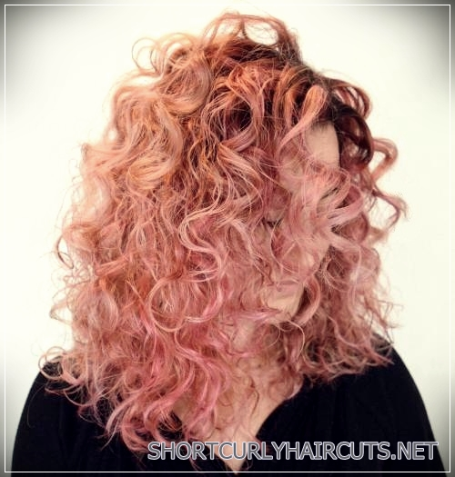curly-hairstyles-2018-29