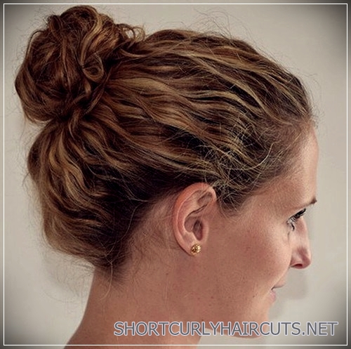 curly-hairstyles-2018-30