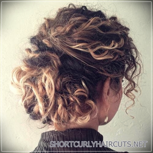 curly-hairstyles-2018-35