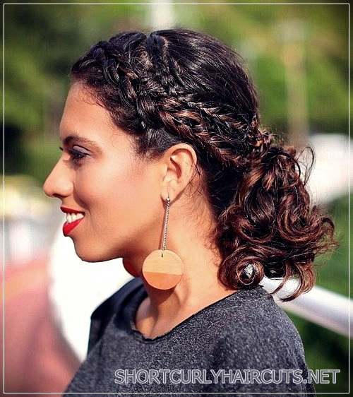 curly-hairstyles-2018-40