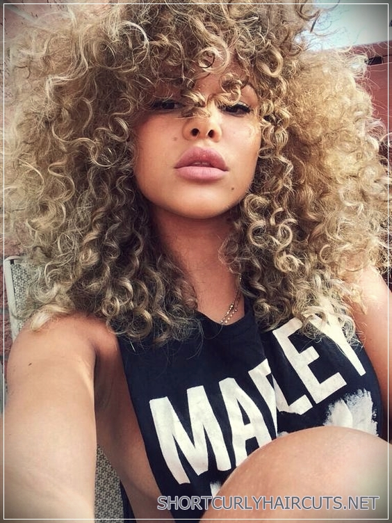 Curly Blonde Coiffure