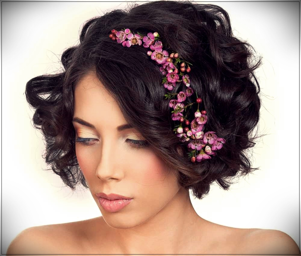 Short curly hair with flowers