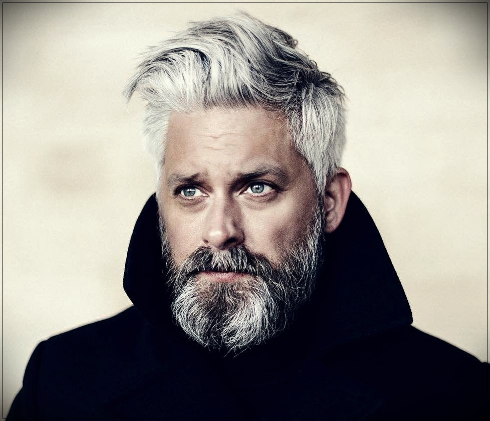 Gray hair man: trends, colors and shades of 2019