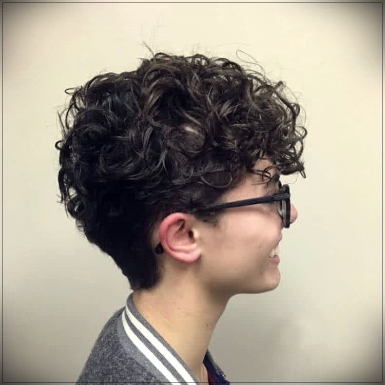 Short Curly Haircuts For Women 2019 24